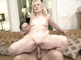 Thick bottomed GILF fucks a man that's younger than her