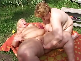 Nab out really fat SSBBW lesbians who enjoy fingering meaty cunts