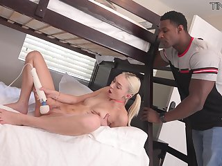 Sulky hunk suits sensual Chloe Temple with unnumbered gumshoe