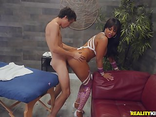 Curvy ass Latina mom, lasting sex with the younger step son