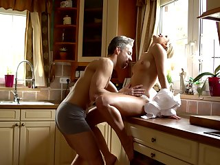 Sexy housewife Burglary Angel is making adulate with regard to her husband early in the morning