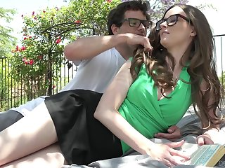 Nerd lady's man fucks girlfriend Jay Taylor on the lawn in advance of the diggings