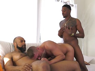 Black hunks fuck a white male and jizz him right